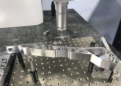 Qualitätskontrolle- Aluminium Strukturteil
